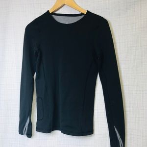 Athleta Crew neck thumb hole top